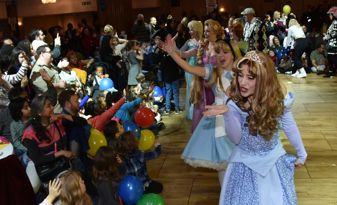 Let It Glow entertaining the children at our Mad Hatter's Tea Party