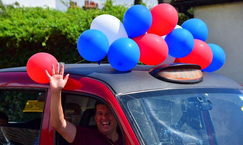 sl3_6_taxi_driver_waving